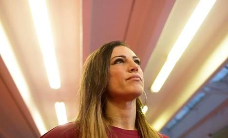 Eva Wahlström kertoi tulevasta MM-ottelusta 15. marraskuuta. Vain vajaa viikko myöhemmin ottelu peruuntui.