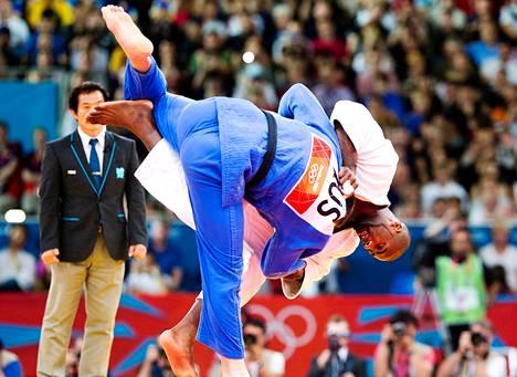 Teddy Riner otti Lontoosta kirkkaimman mitalin kaatamalla loppuottelussa Venäjän Aleksandr Mikhailinen.