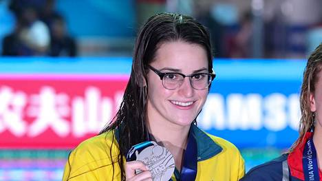 Australialainen Kaylee McKeown ui perjantaina lyhyen radan maailmanennätyksen naisten 200 metrin selkäuinnissa. Kuva vuoden 2019 pitkän radan MM-kisojen palkintojenjaosta.