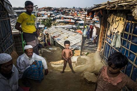 MYANMARIN VAINOA PAENNEET. Myanmarin muslimivähemmistöön kuuluvat rohingyat ovat joutuneet pakenemaan vainoa naapurimaa Bangladeshiin, jossa heitä on jopa yli puoli miljoonaa vuonna 2016 alkaneiden vainojen seurauksena. Yksi pakolaisleireistä sijaitsee Cox's Bazar -nimisessä rajakaupungissa, jossa Helsingin Sanomat vieraili syksyllä 2018.
