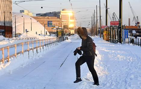 Jätkäsaaressa Länsiterminaalin raitioliikenne muuttuu huhti-toukokuussa, kun raitiolinja 9:n reitti ulottuu terminaalin tuntumaan.