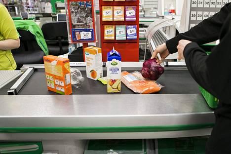 Kyselytutkimuksen mukaan yli 40 prosenttia kuluttajista kaipaa lähikaupassa asiointia.