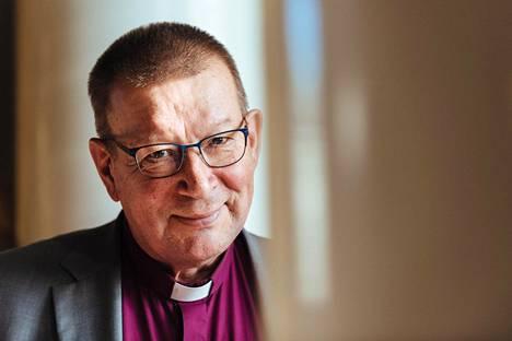 Helsingin emerituspiipa Eero Huovinen pohtii HS:n mielipidekirjoituksessa kirkkojen välistä vastakkainasettelua.