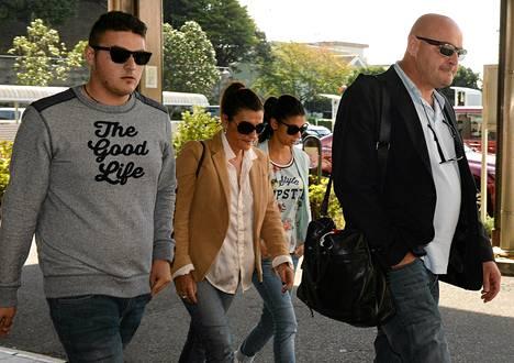 Jules Bianchin perhe on Japanissa tämän luona sairaalassa. Vasemmalta veli Tom, äiti Christine, sisko Melanie ja isä Philippe.