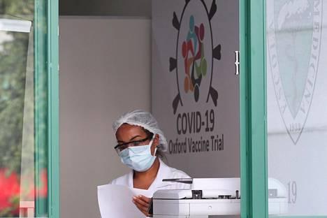 Oxfordin yliopiston rokote on edennyt jo kolmannen vaiheen ihmiskokeisiin, joita tehdään muun muassa Brasiliassa.