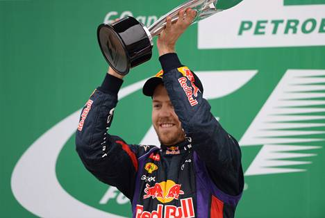 Saksalaisen Sebastian Vettelin kausi päättyi näyttävään voittoon Brasiliassa.