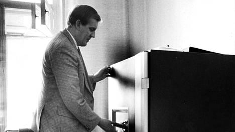 Seppo Tiitinen toimi Supon päällikkönä vuosina 1978–1990. Hänen aikansa asiakirjat alkavat tulla julkisiksi vasta ensi vuosikymmenellä.