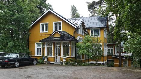 Sipoon kunnan mukaan Lehti on rakennuttanut mailleen ilman lupaa yhteensä 15 rakennusta.