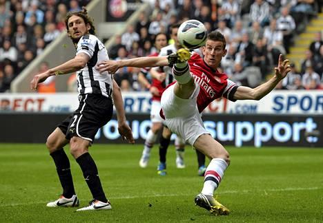 Arsenalin Laurent Koscielny laukoi joukkueensa Mestarien liigan karsintaan vieneen maalin Newcastlen verkkoon.
