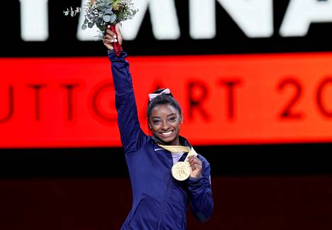 Simone Biles on moninkertainen maailmanmestari. Kuva vuoden 2019 MM-kisoista Stuttgartista.