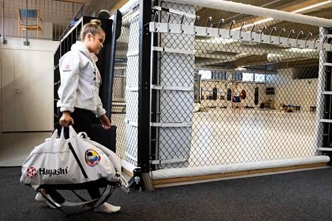 Tiia-Liina Aavisto harjoittelee tällä hetkellä täysipäiväisen työnsä ohella.