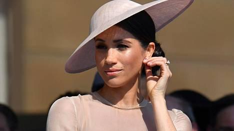 Vuonna 2018 Sussexin herttuatar Meghan osallistui puutarhajuhliin Buckinghamin palatsin pihamaalla.