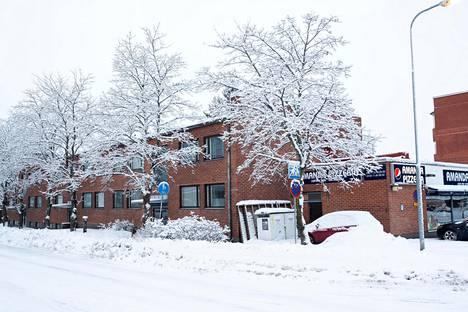 Osoitteessa Tupalantie 16 sijaitseva kerrostalo on rakennettu vuonna 1964 eikä sitä aikanaan paalutettu.
