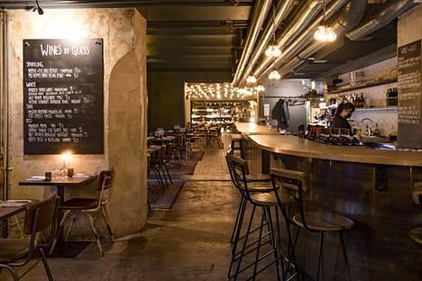 Viinibaari sai lisää tilaa, kun ravintola Maannos lopetti viime maaliskuussa.