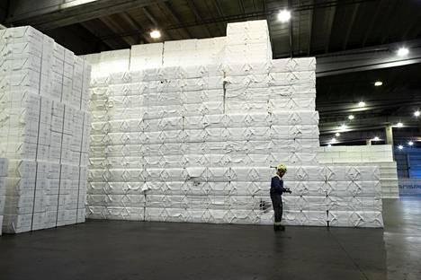 Sellupaaleja UPM:n Kaukaan tehtaalla Lappeenrannassa