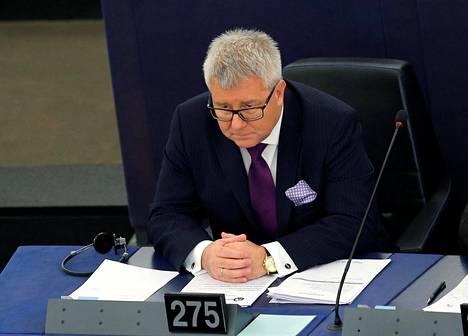 Puolalainen europarlamentaarikko Ryszard Czarnecki joutui jättämään paikkansa Euroopan parlamentin varapuhemiehenä.