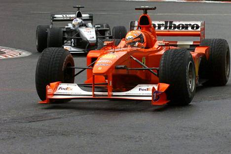 Michael Schumacher taisteli Mika Häkkistä vastaan Belgian Spa-Francorchampsin radalla elokuussa 2000.