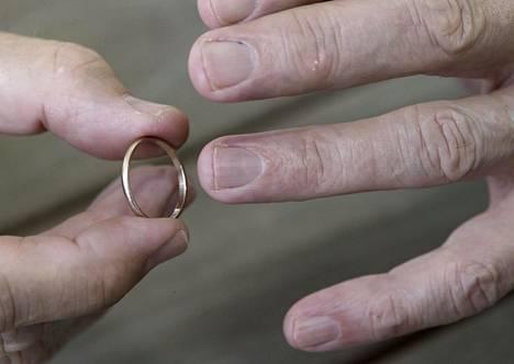 Eroon päättyvä avioliitto kestää tuoreimman tilaston mukaan enää yhdeksän vuotta.