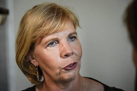 Oikeusministeri Anna-Maja Henriksson (r) sanoo, että selvitystyö on määrä käynnistää mahdollisimman pian.