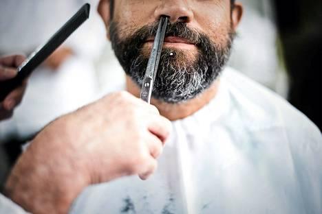 Asiakas kävi leikkauttamassa partaansa Barbearia Camposissa, vuodesta 1886 toimineessa parturinliikkeessä Lissabonissa.
