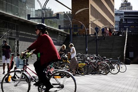 Helsingin ydinkeskustassa oleva Kansalaistorin, keskustakirjasto Oodin ja Sanomatalon alue on sekä pyöräilijöiden ja nähtävästi myös pyörävarkaiden suosiossa.