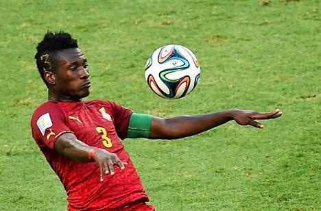 Ghanan Asamoah Gyan halusi pelinumeron tukkaansa.