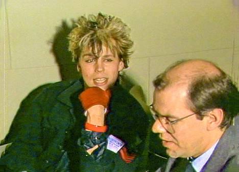 Suosionsa huipulla Neumann tapasi myös toimittaja Leif Salménin.