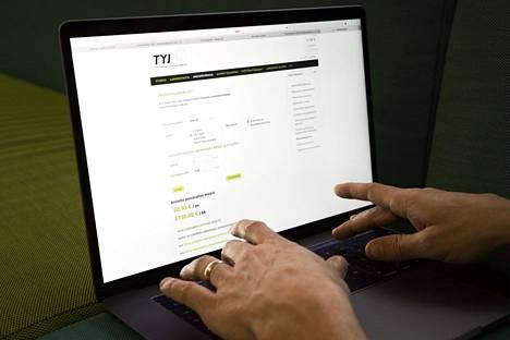 Työttömyyskassojen yhteisjärjestö TYJ kertoo, että viime vuonna ansiopäivärahaa maksettiin 456000 henkilölle.