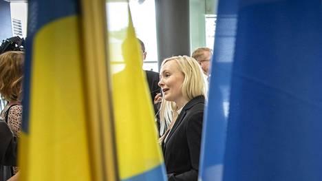 Tuore sisäministeri Maria Ohisalo ensimmäisenä työpäivänään EU-sisäministerien kokouksessa Luxemburgissa.