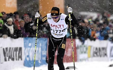 Matti Heikkinen oli ylivoimainen miesten 15 kilometrillä.