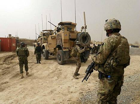 Yhdysvaltalaissotilaat olivat vahdissa tukikohtansa portilla Panjwain alueella Kandaharin maakunnassa sunnuntaina.