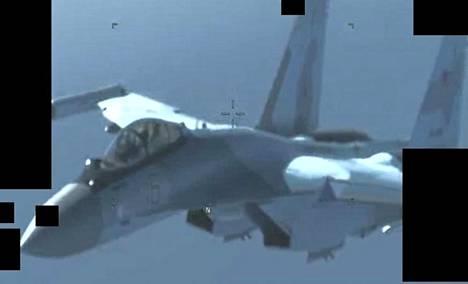 Venäläinen Mig-29-hävittäjä Libyan ilmatilassa 26. toukokuuta.
