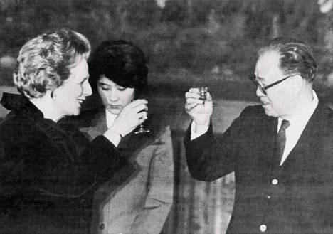 Britannian ja Kiinan pääministerit Margaret Thatcher ja Zhao Ziyang joulukuussa 1984.