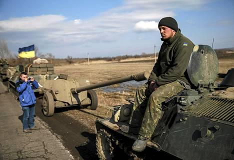 ETYJin sotilastarkkilija otti valokuvan Ukrainan armeijan panssariajoneuvosta Blagodatnessa, Itä-Ukrainassa helmikuun lopulla.