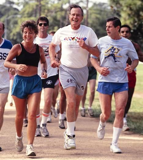 Isä-Bush lenkillä Houstonissa kesäkuussa 1990.