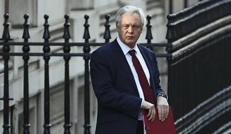 David Davis lupaa viedä brexitin parlamenttikäsittelyyn jo päivien sisällä.