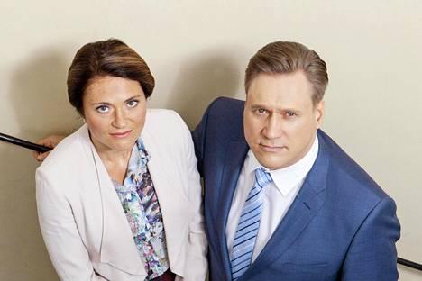 Pääministeri Petra Pennanen (Inka Kallén) ja presidentti Henri Talvio (Samuli Edelmann) käyvät valtataistelua Presidentti-sarjassa.