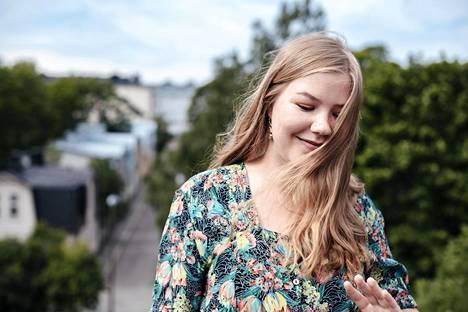 Lydia Lehtola tekee musiikkia nimellä Lyyti.