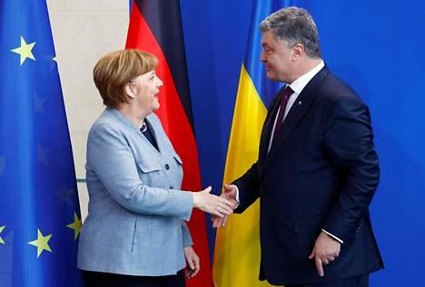 Saksan liittokansleri Angela Merkel ja Ukrainan presidentti Petro Porošenko tapasivat tiistaina Berliinissä.
