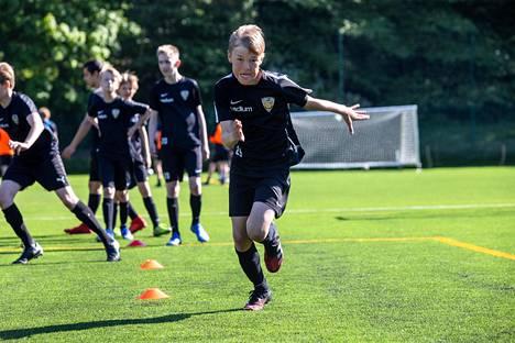 Reko Huhtamäen mukaan joukkueessa odotetaan todella paljon kesän tulevia otteluita.