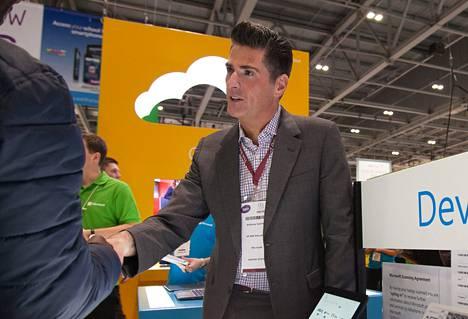 Jokaisen koululaisen olisi hyvä tutustua koodaamiseen, vaikka kaikista ei tulekaan ohjelmoijia, uskoo Microsoftin Anthony Salcito.