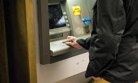 Pankkiautomaatteihin tehdyt muutokset ovat vaikeuttaneet korttien kopiointia.