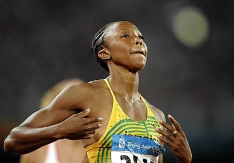 Dopingista kärynnyt Sherone Simpson jäi ilman valmentajaa.