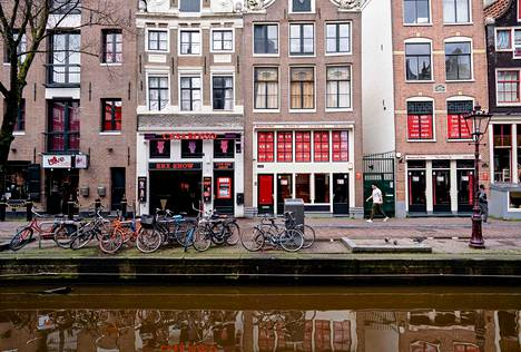 Amsterdamissa jouduttiin sulkemaan myös näyteikkunat, joissa seksityöntekijät houkuttelevat asiakkaitaan.