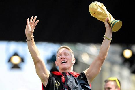 Bastian Schweinsteiger juhli maailmanmestaruutta heinäkuun 15. päivä pelatun MM-finaalin jälkeen.