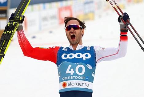 Norjan Hans Christer Holund antoi palaa uransa toisen MM-kullan kunniaksi.