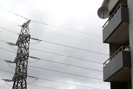 Sähkönjakelun katkoille ehdotetaan aikarajoja.