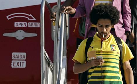 Kamerunin Benoit Assou-Ekotto näkyy tukkansa ansiosta kentällä varmasti.