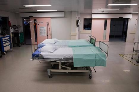 Helsingin ja Uudenmaan sairaanhoitopiirin sairaalassa Vantaan Peijaksessa oli tammikuussa käytävällä tyhjiä potilassänkyjä.