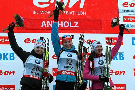 Suomen Kaisa Mäkäräinen tuli toiseksi, Slovakian Anastasiya Kuzmina ensimmäiseksi ja Valkovenäjän Darya Domracheva kolmanneksi naisten sprinttikilpailussa torstaina.